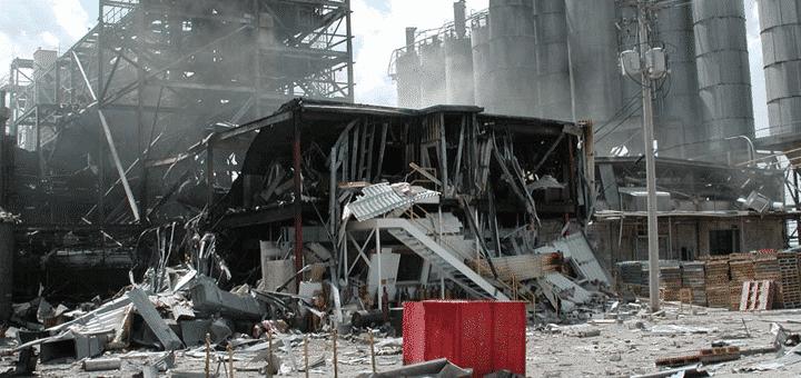 انفجار مصنع للمواد البلاستيكية … بسبب فتح خاطئ لأحد الخزانات!
