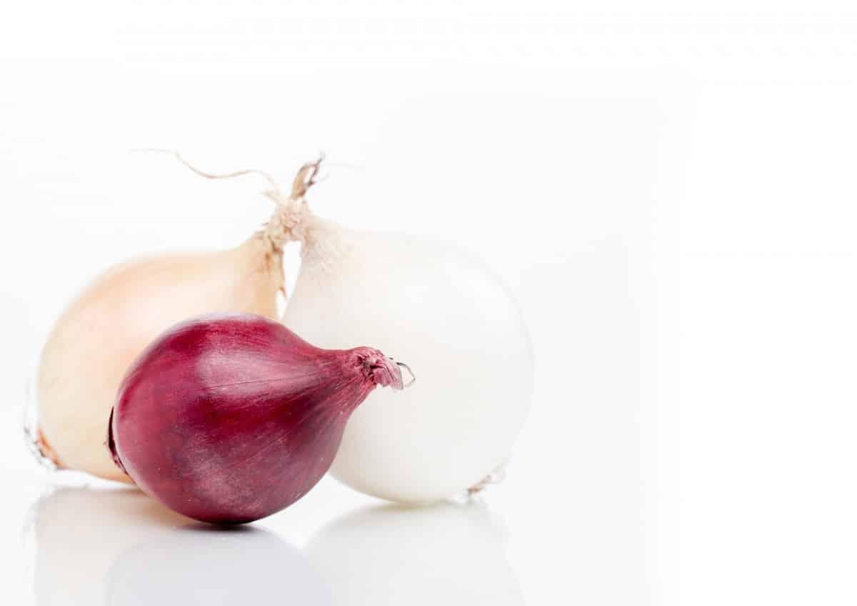 لماذا ندمع عند البكاء وتقطيع البصل؟