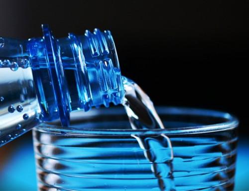 هل يمكن أن يفسد الماء المعبأ؟